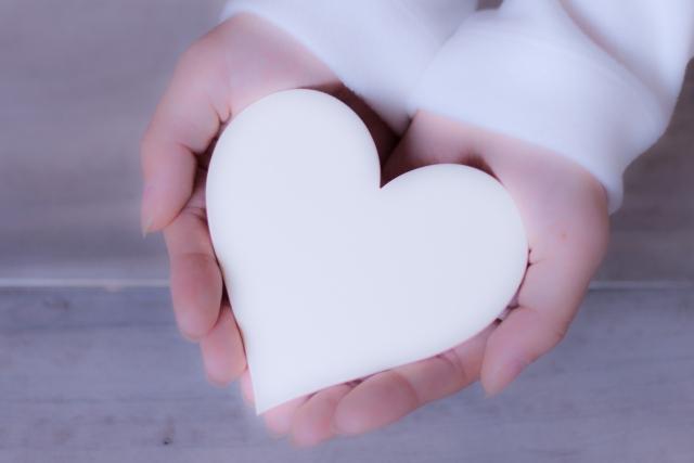 恋人に贈ればより親密に、友達に贈れば絆が深まるハンドメイドのペアギフト